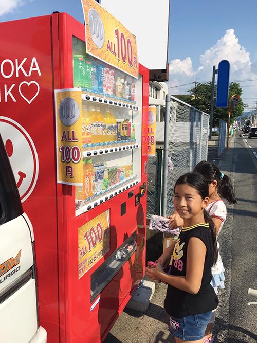 子供に大人気の100円自動販売機